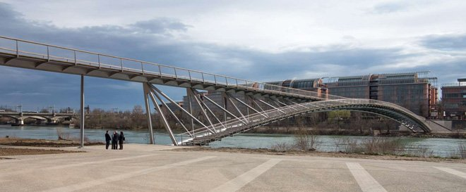 2-dietmar-feichtinger-completes-the-peace-footbridge-in-lyon