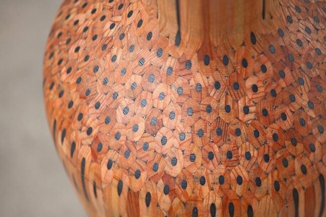 แจกันลวดลายไม้สวยงามจากดินสอสีนับร้อยแท่ง 13 - Craft