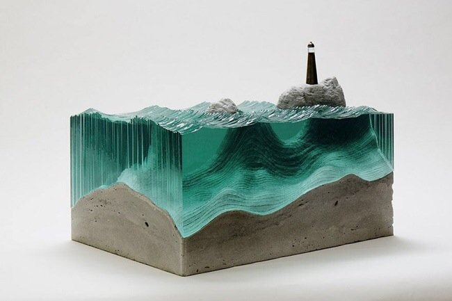 20140702 094820 35300559 ศิลปินที่เรียนรู้ด้วยตัวเอง สร้างงานจากแผ่นกระจกประกบหลายๆชั้นเป็นคลื่นในมหาสมุทร