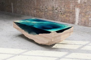 โต๊ะ ที่จำลองภาพมหาสมุทร และแผ่นดินได้งดงาม จากแผ่นไม้ และกระจก