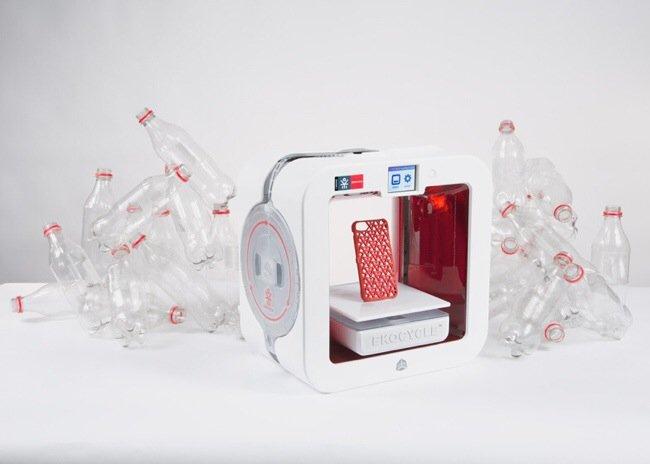 20140706 200140 72100597 Coke และ Will.i.am ร่วมกันสร้างเครื่องพิมพ์ 3มิติ ใช้ขวดพลาสติกใช้แล้วเป็นวัตถุดิบในการพิมพ์