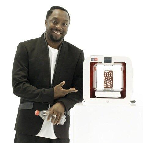 20140706 202905 73745665 Coke และ Will.i.am ร่วมกันสร้างเครื่องพิมพ์ 3มิติ ใช้ขวดพลาสติกใช้แล้วเป็นวัตถุดิบในการพิมพ์