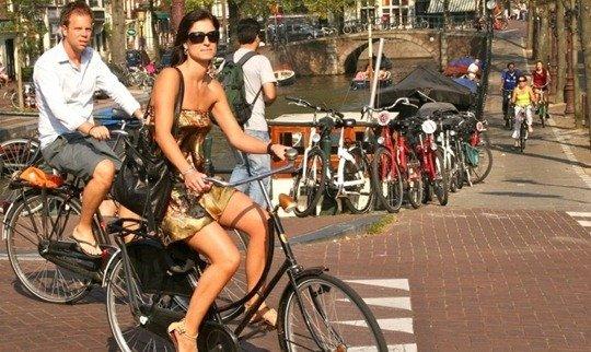 Amsterdam22 ขี่ยังไง ไม่หวอออก เทคนิคการขี่จักรยานของผู้หญิงชอบใส่กระโปรง ที่สาวๆไม่ควรพลาด