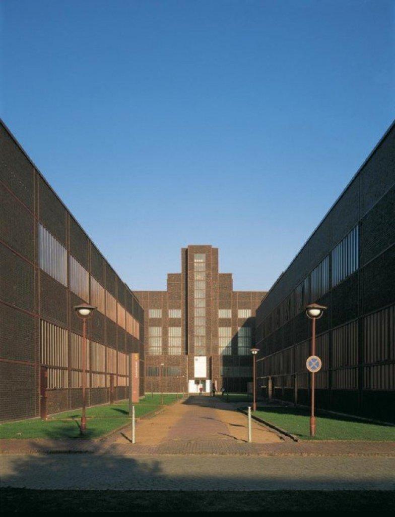 img1 Design Center ศูนย์ศิลปะบรรยากาศยุคอุตสาหกรรมหนัก