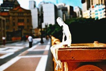 ตุ๊กตาน้ำแข็ง 5,000 ตัวกำลังละลาย เพื่อรำลึกถึงเหยื่อผู้เสียชีวิตในสงครามโลกครั้งที่1 19 - ศิลปะ