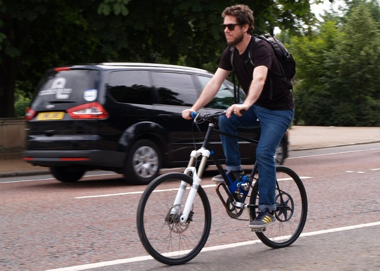 IMG 3908 Flux ...ชาร์ตไฟแบบไร้สายในเลนจักรยานระหว่างเดินทาง