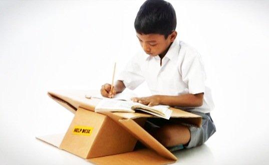 Help Desk..รีไซเคิลกระดาษกล่องใช้แล้ว เป็นทั้งโต๊ะและกระเป๋าในชิ้นเดียว 19 - รียูส