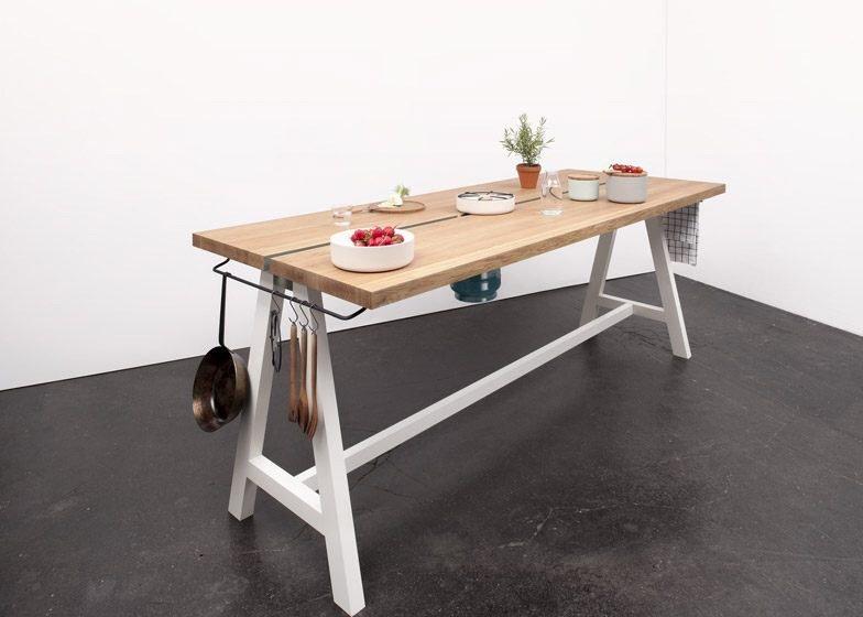 IMG 4352 โต๊ะเรียบๆใช้ประโยชน์ได้หลายอย่าง และเปลี่ยนเป็นครัวได้ง่ายๆ