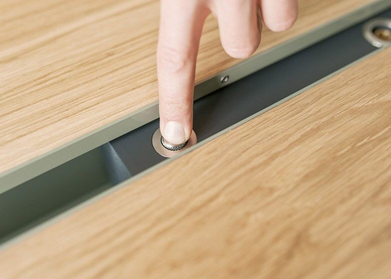 IMG 4354 โต๊ะเรียบๆใช้ประโยชน์ได้หลายอย่าง และเปลี่ยนเป็นครัวได้ง่ายๆ
