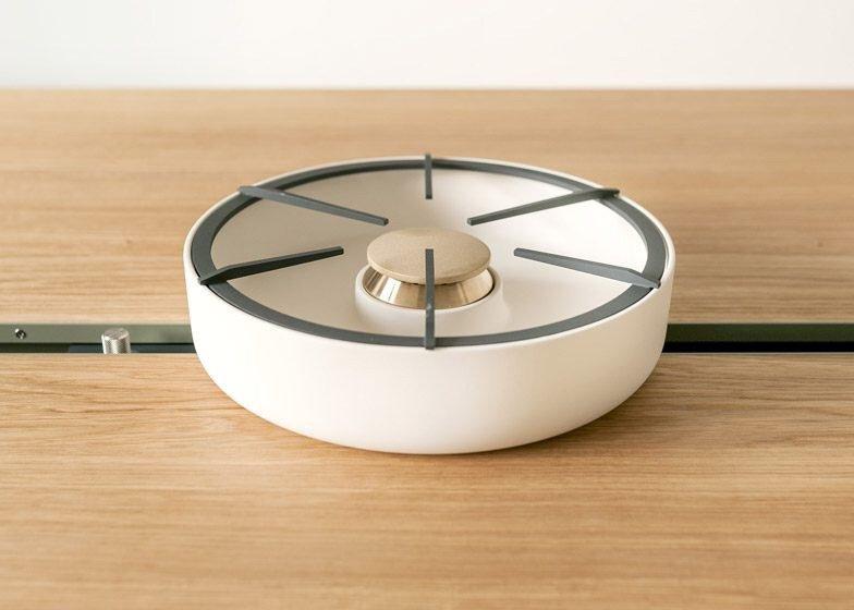 IMG 4359 โต๊ะเรียบๆใช้ประโยชน์ได้หลายอย่าง และเปลี่ยนเป็นครัวได้ง่ายๆ