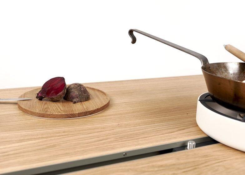 IMG 4361 โต๊ะเรียบๆใช้ประโยชน์ได้หลายอย่าง และเปลี่ยนเป็นครัวได้ง่ายๆ