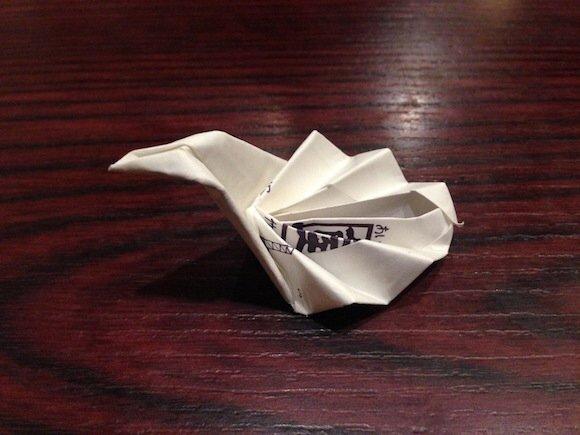 IMG 5819 ไอเดียเจ๋ง เปลี่ยนซองกระดาษใส่ตะเกียบเป็นที่วางตะเกียบ