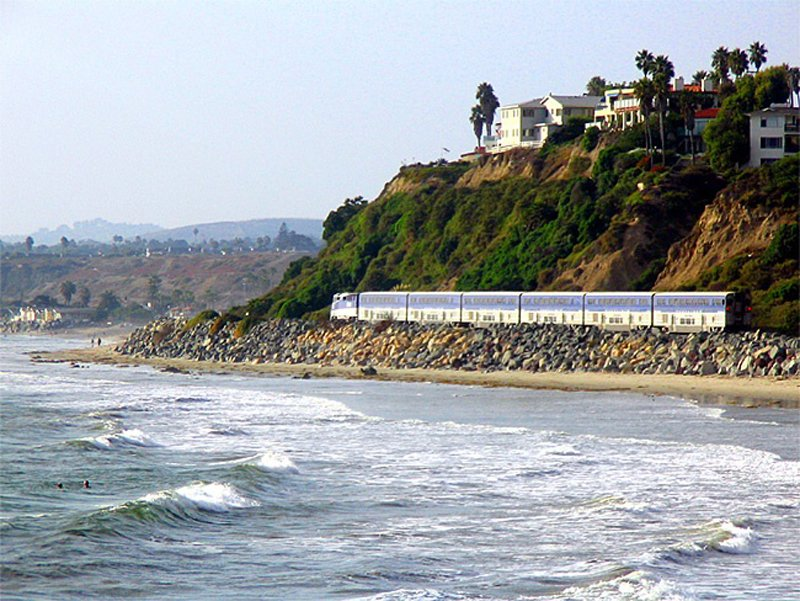 OC09PacificSurflinerPD Pacific Surfliner หนึ่งในเส้นทางรถไฟที่มีทิวทัศน์ดีที่สุด
