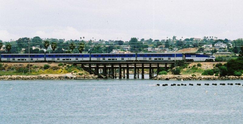Surfliner Pacific Surfliner หนึ่งในเส้นทางรถไฟที่มีทิวทัศน์ดีที่สุด
