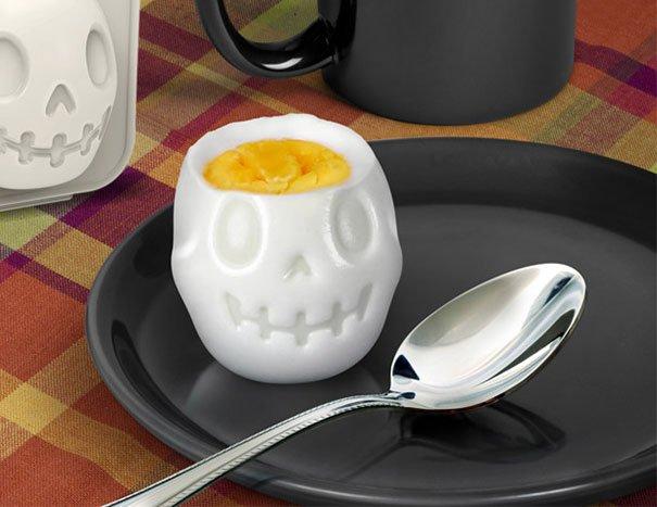 Turn Eggs Into Skulls For Halloween Breakfast เมนูไข่สำหรับเช้าวันฮาโลวีน 25 - FOOD