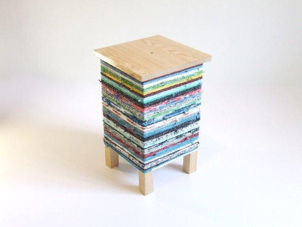 IMG 7578 เปลี่ยนเก้าอี้ไม้ธรรมดาๆ เป็นโต๊ะเข้ามุมสีสันสดใส ด้วยถุงพลาสติกถักโครเชต์