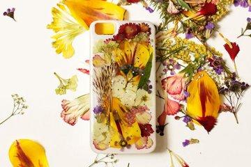 DIY: แต่งเคสมือถือด้วยดอกไม้จริง