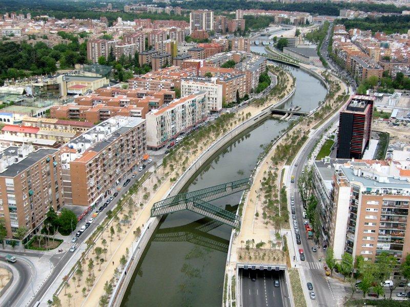 01puente y Madrid Rio Project ปรับปรุงพื้นใหม่ให้เป็นพื้นที่สีเขียวกับวิถีที่ยั่งยืน