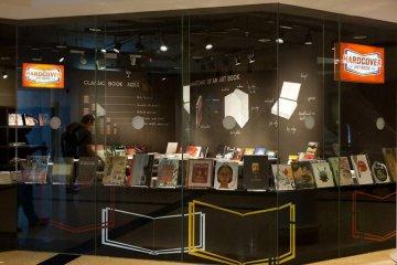 Hardcover เป็นร้านหนังสือเฉพาะทางสำหรับงานศิลปะ ดีไซน์ สถาปัตยกรรม ภาพถ่าย