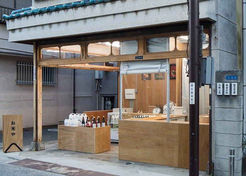 IMG 0763 ปรับปรุงร้านชำเก่าให้ดูดีได้ง่ายๆด้วยกล่องและชั้นไม้อัด