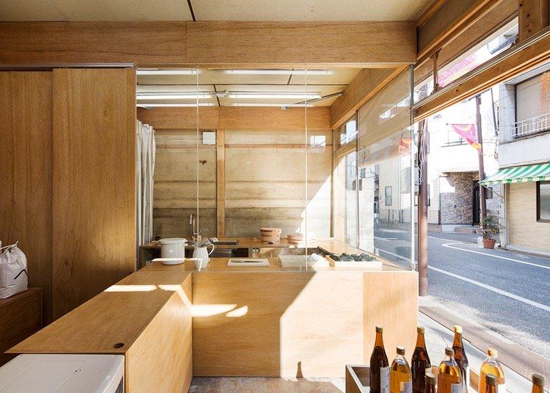 IMG 0768 ปรับปรุงร้านชำเก่าให้ดูดีได้ง่ายๆด้วยกล่องและชั้นไม้อัด