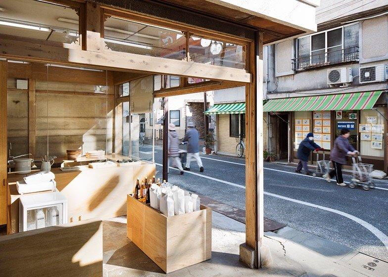 IMG 0770 ปรับปรุงร้านชำเก่าให้ดูดีได้ง่ายๆด้วยกล่องและชั้นไม้อัด