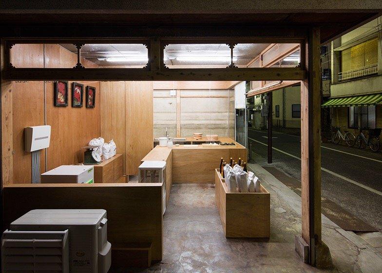 IMG 0773 ปรับปรุงร้านชำเก่าให้ดูดีได้ง่ายๆด้วยกล่องและชั้นไม้อัด