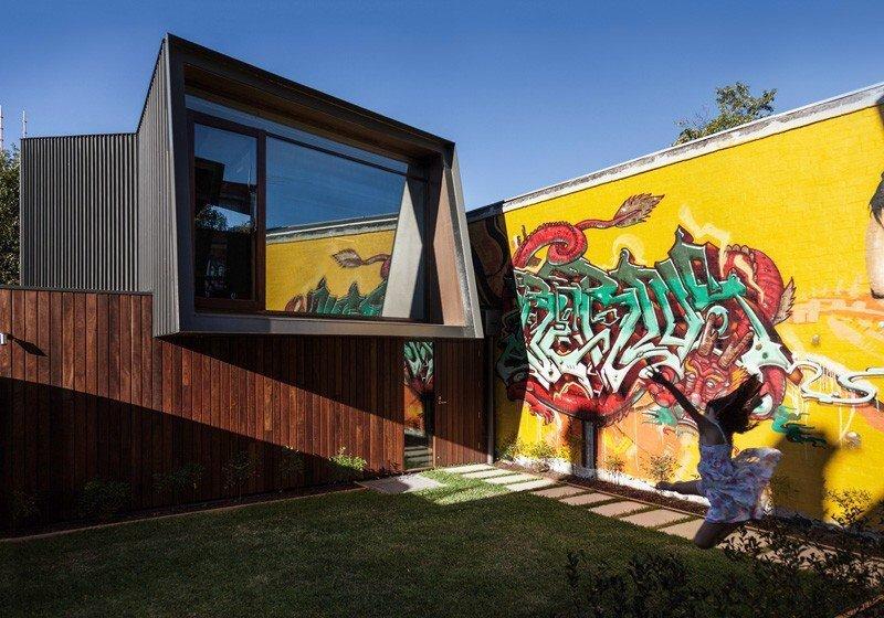 IMG 1201 บ้านในเมือง ที่นำเอา งานGraffiti มาเป็นองค์ประกอบของบ้าน