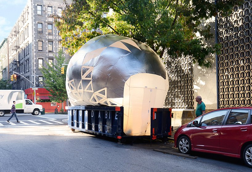 inflatable-classroom-NYC-dumpster-designboom-09