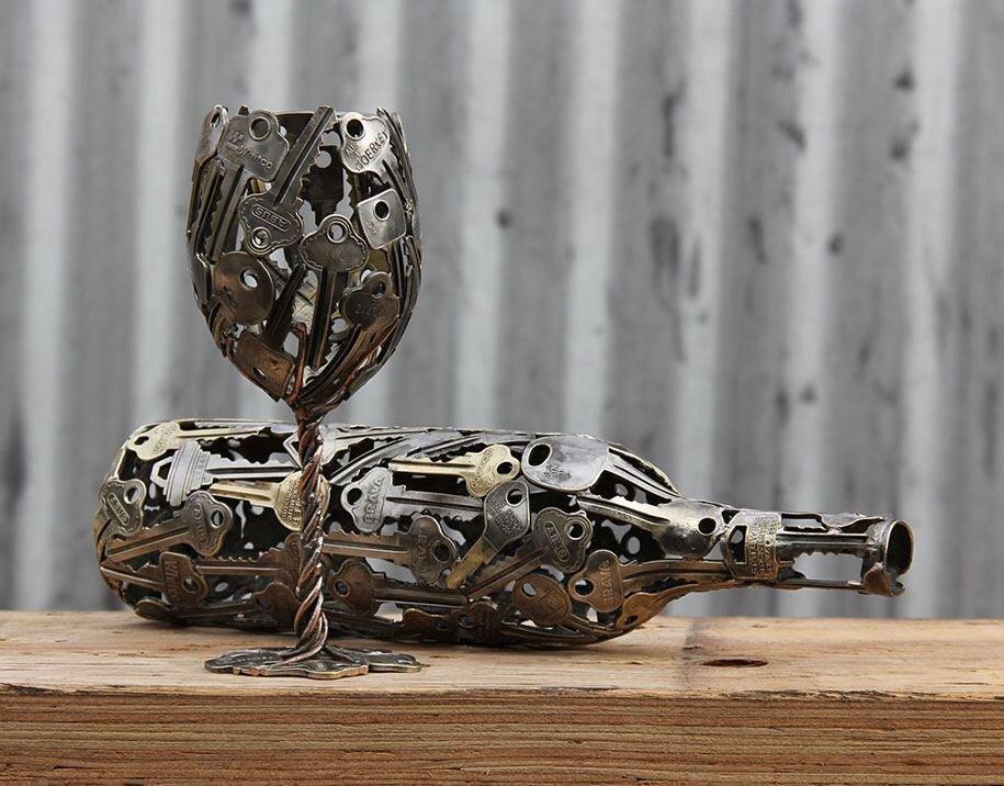 ศิลปินที่เรียนรู้ทุกสิ่งจาก Youtube จนค้นพบความรักที่จะสร้างงานจากกุญแจเก่า 14 - etsy