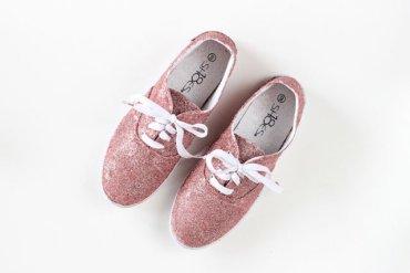 DIY : รองเท้าผ้าใบเคลือบกากเพชรวิบวับ 14 - glitter
