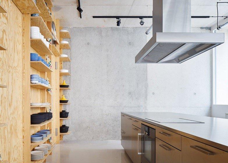 เก็บทุกอย่างไว้ที่ผนัง เพื่อให้มีความยืดหยุ่นในการใช้พื้นที่ได้ตามต้องการ 18 - Art & Design