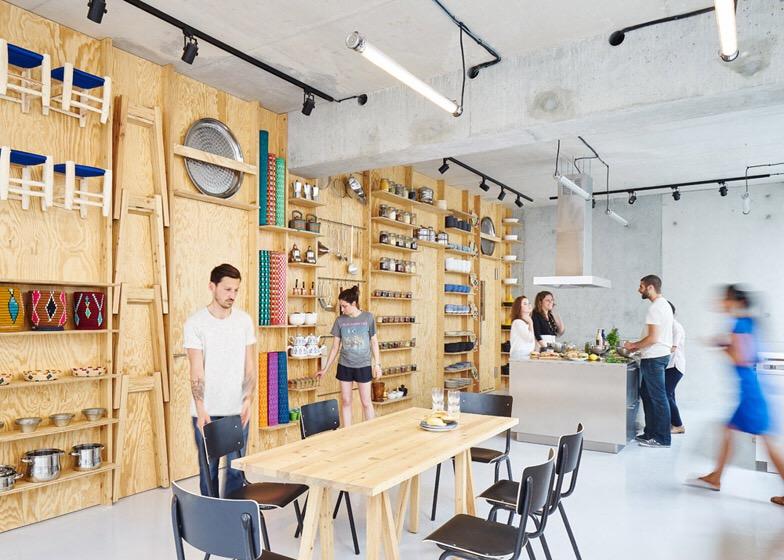 เก็บทุกอย่างไว้ที่ผนัง เพื่อให้มีความยืดหยุ่นในการใช้พื้นที่ได้ตามต้องการ 24 - Art & Design
