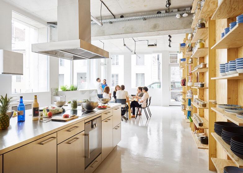 เก็บทุกอย่างไว้ที่ผนัง เพื่อให้มีความยืดหยุ่นในการใช้พื้นที่ได้ตามต้องการ 25 - Art & Design
