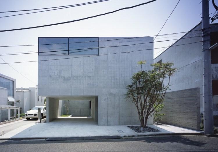 บ้านคอนกรีต สีเทาเรียบง่าย ที่ทำให้งานศิลปะโดดเด่น งดงาม 16 - Japan