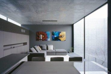 บ้านคอนกรีต สีเทาเรียบง่าย ที่ทำให้งานศิลปะโดดเด่น งดงาม 18 - Japan
