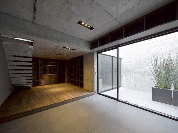IMG 6546 บ้านคอนกรีต สีเทาเรียบง่าย ที่ทำให้งานศิลปะโดดเด่น งดงาม