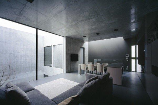 บ้านคอนกรีต สีเทาเรียบง่าย ที่ทำให้งานศิลปะโดดเด่น งดงาม 24 - Japan