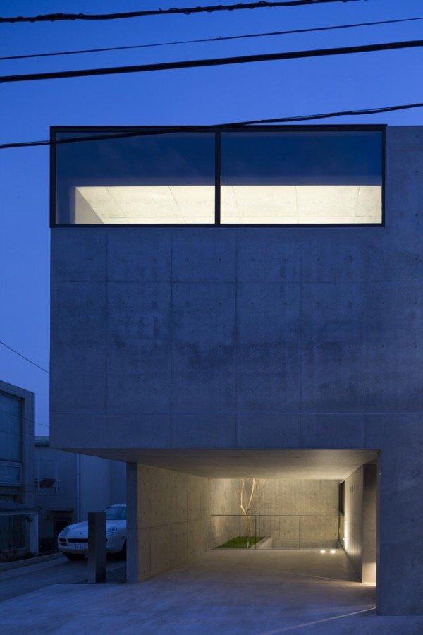 บ้านคอนกรีต สีเทาเรียบง่าย ที่ทำให้งานศิลปะโดดเด่น งดงาม 23 - Japan