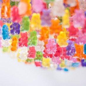 Gummy Bear Chandelier โคมระย้าจากขนมเจลลี่หมี 17 - Art & Design