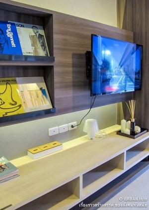 มุมวางทีวีอยู่ตรงข้ามกับโซฟา อันนี้ไม่ค่อยแตกต่างจากห้อง Studio มากเท่าไหร่