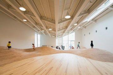 สนามเด็กเล่น Indoor งานออกแบบเพื่อเด็กๆ สำหรับฤดูหนาวในประเทศญี่ปุ่น