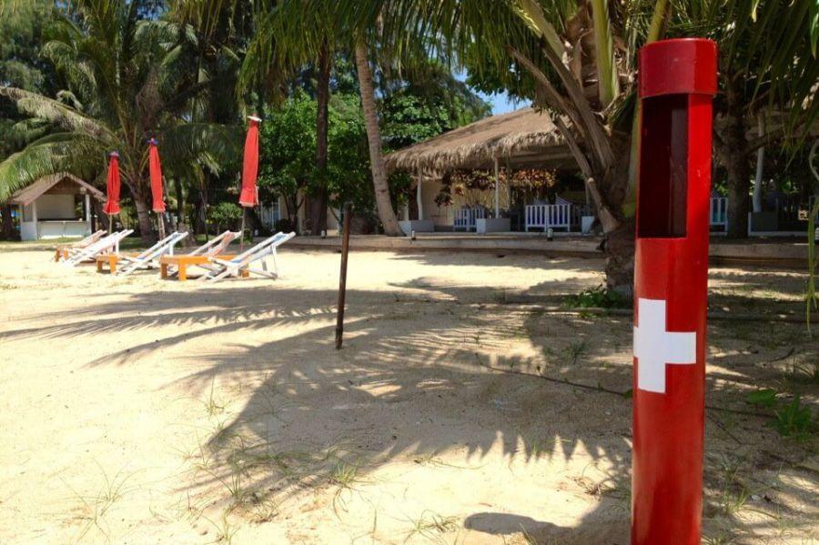 หลายหาดในทั้งไทยและต่างประเทศ มีให้บริการน้ำส้มสายชู เพื่อช่วยเหลือนักท่องเที่ยวที่โดนแมงกระพรุน ขอบคุณภาพจาก https://thailandboxjellyfish.wordpress.com/2012/05/13/safety-first-koh-mak-leads-the-way/