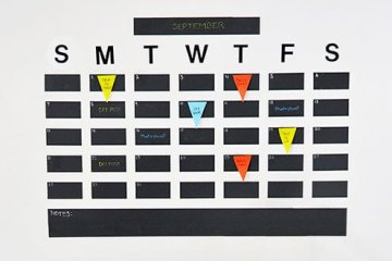 DIY: ปฏิทินจากสติกเกอร์กระดานดำ เขียนได้ ลบง่ายดี