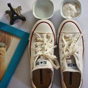 ทำความสะอาดรองเท้าผ้าใบให้ดูใหม่วิ้ง ด้วยของใช้ในบ้าน 28 - baking soda