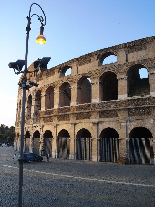 colosseum 4 650x867 อัศจรรย์แห่ง อาร์กโค้ง (Arch) องค์ประกอบของสถาปัตย์โรมัน