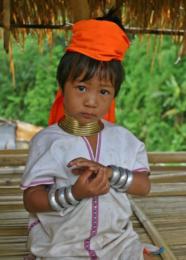 Karen Padaung Girl Portrait 650x907 6 ชนเผ่ากับความงามบนร่างกาย ที่เห็นแล้วต้องร้อง OMG!