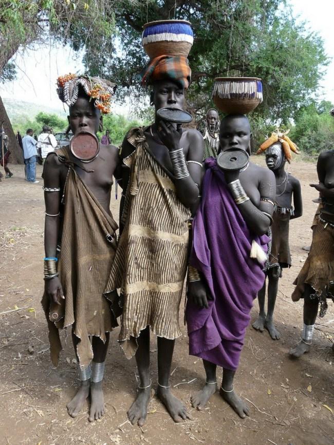 mursi etiopia 12 650x867 6 ชนเผ่ากับความงามบนร่างกาย ที่เห็นแล้วต้องร้อง OMG!