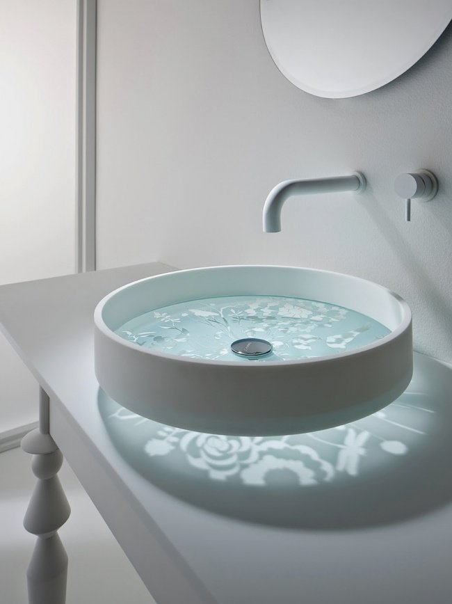 399855 650 1451995813 1 Glass bottomed sink 650x868 15 อ่างล้างหน้าดีไซน์เก๋ที่สุดเท่าที่เคยมีมา