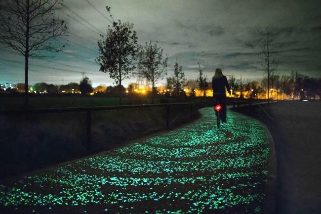 77405 van gogh roosegaarde glow in the dark bicycle path eindhoven netherlands 2 650 b86416b9b2 1471863105 750x500 งานออกแบบสาธารณะสุดครีเอทที่เป็นประโยชน์กับทุกคน